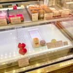 チョコレートショップ 博多の石畳 - ショーケース(石畳ケーキランキングNo.1)
