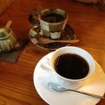 珈琲まめ坊 - 2012年10月。ブレンドコーヒーは3種類。600円。好きなカップを選べます。