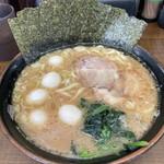 すずき家 - 料理写真:豚骨醤油ラーメン500円・味玉130円  (並盛一杯500円のクーポン利用)