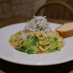 Cafe&Restaurant Gru - しらすと春キャベツのバーニャカウダーソース スパゲティ