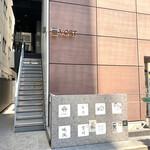 151854750 - お店はビルの4階にあります。