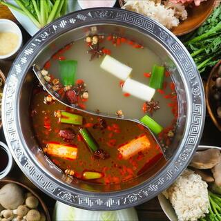 数十種類の漢方を配合、台湾直輸入【魔法の粉】を使用したスープ