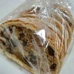 am bread - フリュヒテブロート ハーフ 410円  (^ω^)