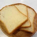 ドーレ - フランスパンっぽい食感の食パン