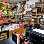 大川商店 - テーブル席 & 土産物販売スペース