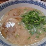まるうまラーメン - JR九州フードサービスが運営する『まるうまラーメン』。豚骨ラーメン490円。
