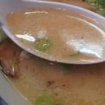 まるうまラーメン - 昭和の頃よりあるようなインスタントラーメンチックな味がします。
