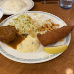 ゲンジ - ドレッシングで和えられたサラダはとても食べやすて 美味しいです。
