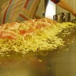 お好み焼き セブン - 料理写真:山盛りキャベツ♪