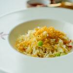 広東料理 センス - たらば蟹と干し貝柱 脆米の卵白炒飯