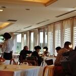 レストランキハチ - 和やかな雰囲気の客室