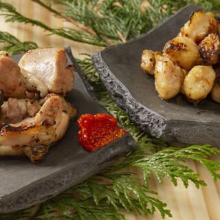 こだわりの炭火で炙る「焼鳥」と種類豊富なオリジナルの「焼売」