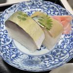 満寿形屋 - 鯖寿司(2切れ)