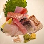 高太郎 - お造り  伊豆産の金目鯛、天草産の平政、走水産の鯵、天草産のすじあら、天草産の太刀魚、銀鮭