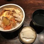 ぎたろう軍鶏 炭火焼鳥 たかはし - 鳥スープは塩っぱめあっさりサラサラしたタイプ。