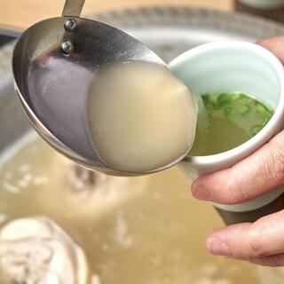 水たきの命、スープが絶品。最後の一滴まで「うまか!」