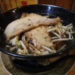 武士道 - 黒醤油らーめん(720円、斜め上から)