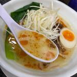 Ramen光鶏 - 見た目以上に粘度高めの濃厚スープ