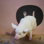 モンプチコションローズ - 入口の豚