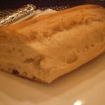 モンプチコションローズ - 焼き立てのパン