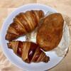 グリーン麦麦 - 料理写真:クロワッサン・ドール(上)とミラクロ(下)と自家製カレーパン