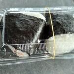 マル味 - 料理写真:おにぎり の(鮭)140円、(ネギ味噌)150円 プラケースに入ってた