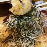 歌舞伎そば - かき揚げと海苔、アルデンテの蕎麦をリフトアップ。