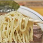 らーめん 文蔵 - 見るからにぷりぷりな麺
