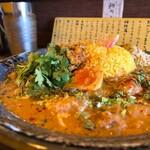 ナゴヤスパイスカレー nora  - Nora curry 1100円 新ジャガのマッサマンカレー、南インドの豆と野菜のカレー トッピング  スパイス半タマゴ 50円、パクチー 100円、チキンピクルス 100円