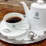 151970947 - カフェバッハ ポット¥1120                       ポットは持ちやすくカップは飲みやすい厚みに作られているように思いました