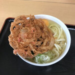 松の屋 - 紅生姜、卵入りうどん