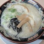 文福 - とんこつ塩(630円)
