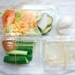 お食事 延仁 - 副菜がこれだけつきます(@_@;) サラダ・漬物・もろきゅう・ゆで卵(?)・寒天