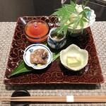 SHIMOMURA - [先付]ホタテの飲めるお酢スープ仕立て・トマトのお浸し・豚の軟骨揚げ・もずく酢、枝豆豆腐 ●お酢はかなり優しいお味。トマトが一番味が強い位です。豚の軟骨はゼリー状で柔らかい。