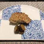 SHIMOMURA - [焼物]カンパチの牛蒡ソース焼 ●牛蒡の良い香りです。質の良い焼魚って美味しい。塩味をあまり感じないお味が良いです。