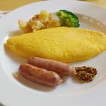 万平ホテル メインダイニングルーム - 料理写真:オムレツ、ソーセージ