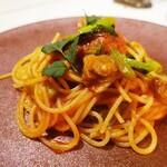 Delfina - 牡蠣の薫製と小松菜のトマトソースパスタ