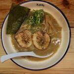 麺や天四郎 - ラーメン(750円、真上から)