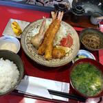 殻の三光橋 - ◆ランチは「殻揚げ定食(1300円)」のみ。唐揚げでなく、店名にかけた「殻揚げ」というのが、面白い。