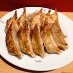 151997071 - 手前:肉餃子 奥:石松餃子