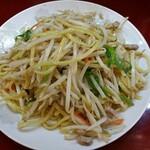 餃子菜館 清ちゃん - 料理写真:一番人気の塩焼きそば。3分の1を占めるモヤシが決め手!