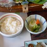 うに清 - 2021.5 御飯(白米)、漬物(白菜、胡瓜、人参、大根の葉の糠漬け)