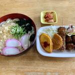 御食事処 藤 - 料理写真:うどん大 ¥300 おかず盛り ¥230 キムチ サービス