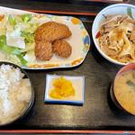 食堂もり川 - 日替わり定食は豚肉煮込みと2種のフライ
