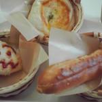 15202751 - カレーパン(左)胡桃入りクリームパン(右)ホワイトクリームとサーモン入り(奥)
