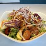 ビステッケリア エノテカ イル モーロ - ケールのミックスサラダ トマトのドレッシングが美味しく野菜もボリュームがありましたので良いと思います。