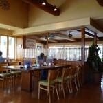 Cafe Place Mu - 店内(カウンターと大きなテーブル)