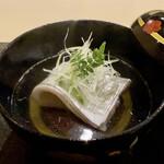 152031870 - お椀 千葉竹岡の太刀魚の酒蒸し 太刀魚の脂が薄っすらとお出汁の表面に、上品な旨みがありとても良い味わいです。 下にはよもぎ麩、木の芽の爽やかな香りと山椒の様な風味が素敵です。