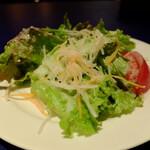 トラットリア・イタリア - 今日も手作りフレンチドレッシングの玉葱はfresh !