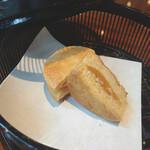 クロスダイン - 台湾茶に付いてきたパイナップルケーキ